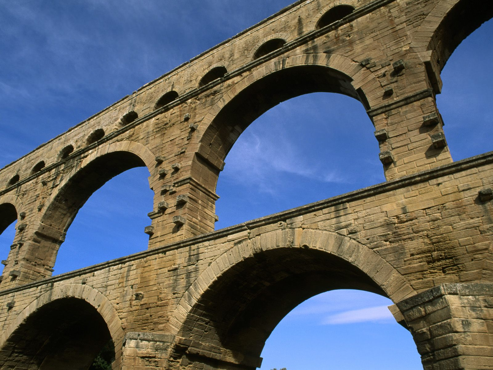 Roman aqueducts exhibit at cinecitt due younginrome for Pont du gard architecte